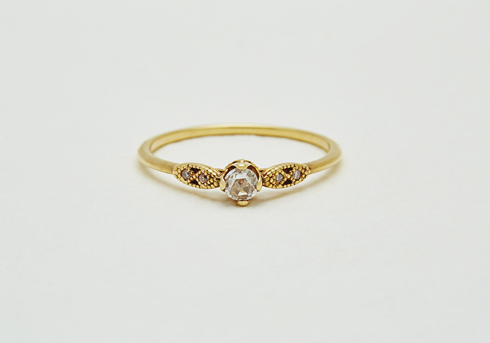 "Engagement ring-E-002〔 Longing Diamond Ring 〕"" Longing for a jewel box of mother. "" /K18YG 200,000~"