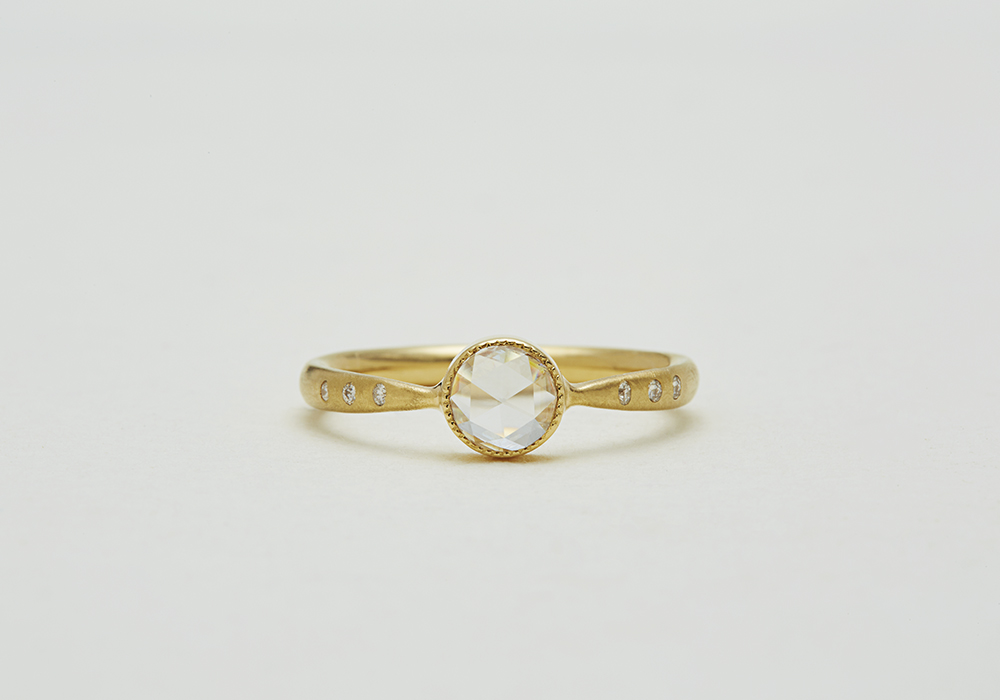 "Engagement ring-E-008〔 Seven Diamonds Ring 〕"" Seven's luck for two. "" /K18YG 220,000~"