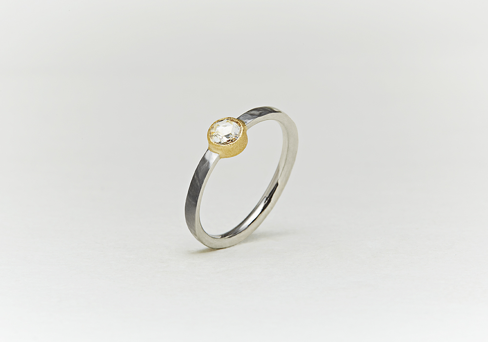 """Engagement ring-E-005〔 Solitaire Combination Ring 〕"""" Unite have a new life together. """" /PT900+K18YG 180,000~"""
