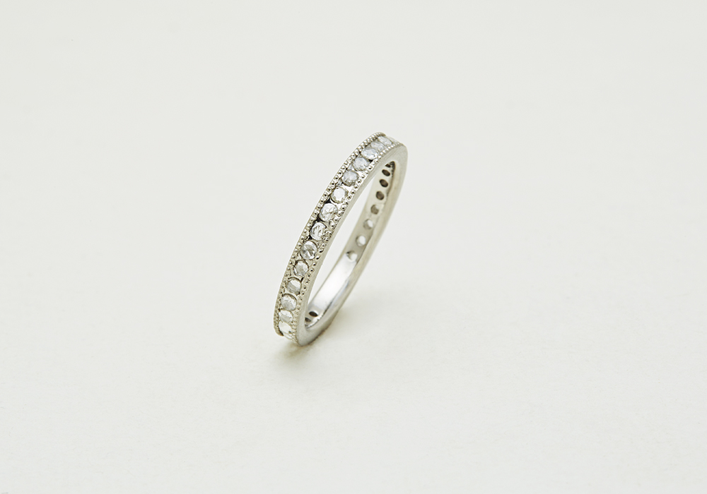"Engagement ring-E-009〔 Milgrain Eternity Ring 〕"" A life that continues to shine. "" /PT900 300,000~"